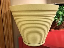 "14"" Rush Creek Coronado Planter #3 (plastic/resin) in Naperville, Illinois"
