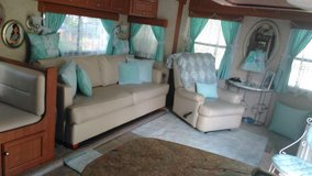 2015 39ft bumper pull travel trailer in Bellaire, Texas