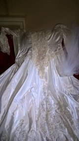 bridal  gown with veil  size 12 in Lockport, Illinois