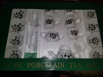 New / 25 Piece Lily Porcelain Tea Set in Hopkinsville, Kentucky