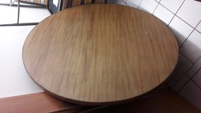4 piece wood round kitchen table in Ramstein, Germany