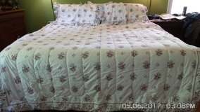 DOUBLE/FULL BEDSPREAD,  2 SHAMS COVER AND SHEET SETS W/2 STANDARD PILLOWS in Naperville, Illinois