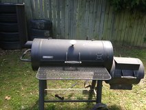 Large Brinkmann Trailmaster Limited Edition Offset Charcoe Smoker/Grill & Cover in Fort Campbell, Kentucky