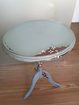 Cute little vintage lamp table / occasional table shabby chic in Ramstein, Germany