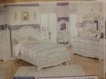 Very glimmer glam bedroom set in Morris, Illinois