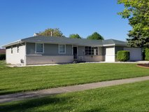 Spaciuos 3 Bedroom, 2 Full Bath, W/Full Basement & 2 Car Attached Garage in Lockport, Illinois