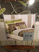 Comforter set Thyme in Chicago, Illinois