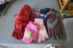 7 pairs Winter gloves and mittens in Camp Lejeune, North Carolina
