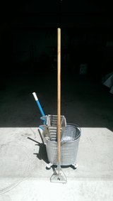Heavy Duty/Commercial Mop Bucket and Mop in Alamogordo, New Mexico