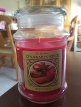 Cinnamon scented candle in 16 oz jar in bookoo, US