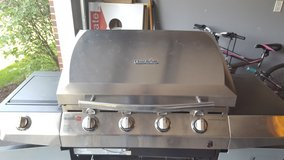 4 Burner Gas CharBroil Grill w/ Infared and 2 LP Tanks in Chicago, Illinois
