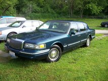 1997 LINCOLN TOWN CAR in Yorkville, Illinois