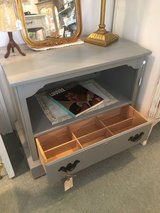 Adorable Ethan Allen Accent Table in Bartlett, Illinois