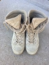 Army tan boots size 9R in Fort Campbell, Kentucky
