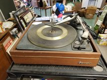 Rare Vintage Garrard AT60 4 Speed Automatic Turntable with Shure needl in Westmont, Illinois