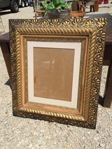 Antique ornate frame in Bartlett, Illinois