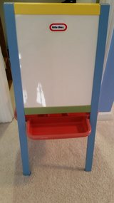 EASEL WITH DRY ERASE/OTHER SIDE CHALK BOARD. LIKE NEW!! in Aurora, Illinois