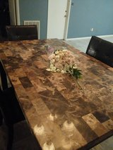Dinning table w/ 6 chairs in Kingwood, Texas