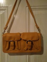 Yellow 2-Pocket front Purse--Reducing from $5 to $3 ???????? in Hopkinsville, Kentucky