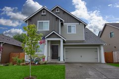 Sun Open House ~ Nearby JBLM! 4 bed 2.75 bath with bed+3/4 bath on Main! in Fort Lewis, Washington