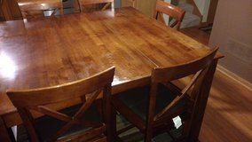 Dining room table with 6 chairs in Morris, Illinois
