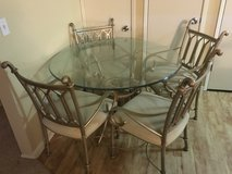 Dining table w/ chairs in Travis AFB, California
