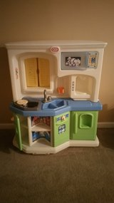 Little Tikes Play Kitchen in Fort Campbell, Kentucky