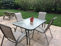 Patio table and 4 chairs in Bartlett, Illinois