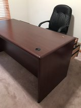 Office Desk with Key to Lock Drawer-Excellent in Lockport, Illinois