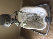 Graco baby swing in Fort Rucker, Alabama