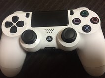 PS4 Controller (White) in Okinawa, Japan