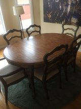 Dining Room Table (great condition) chairs available in bookoo, US