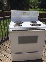Electric Stove Oven. Everything Works. Need Sold ASAP in Fort Campbell, Kentucky