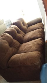 Couch table + chairs Sorry Pending Pick Up Wed. in Camp Lejeune, North Carolina