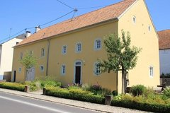 Listed and carefully restored house (1773) with 6 bedrooms in Pickließem in Spangdahlem, Germany