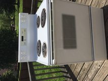 *REDUCED* Electric Stove Oven. EVERYTHING WORKS! in Fort Campbell, Kentucky