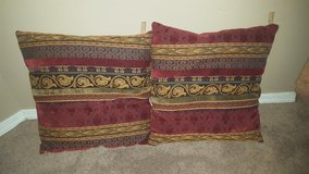 Couch pillows (throw pillow) in Fort Leonard Wood, Missouri