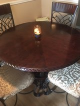 48 inch round table in Algonquin, Illinois