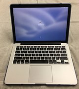 Macbook Pro 13 Retina Display, 128GB, 2.7GHZ i5 in Okinawa, Japan