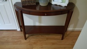 Solid wood Sofa table excellent condition in Bolling AFB, DC