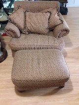 **** BEAUTIFUL OVERSIZED LEOPARD CHAIR WITH OTTOMAN & PILLOWS *** in Kingwood, Texas