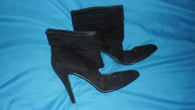 uk size 3 suede Boots in Lakenheath, UK