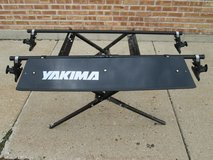 Yakima Canoe Roof Rack w/ Wind Fairing. in Naperville, Illinois