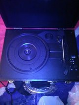 Bluetooth vinal and wireless device speaker record player in Lexington, Kentucky