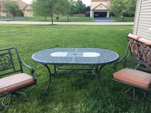 Outdoor patio set in Bolingbrook, Illinois