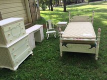 5-piece handpainted girl's furniture in Warner Robins, Georgia
