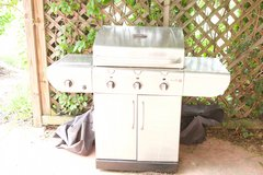 CharBroil Commercial Tru-Infared 4-Burner Grill in Belleville, Illinois
