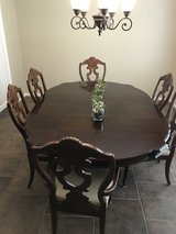 Dining Table and chairs in Houston, Texas