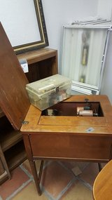 Sewing Machine and cabinet in Alamogordo, New Mexico