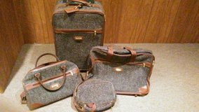 Luggage (4-pc) pickup pending in Bolingbrook, Illinois